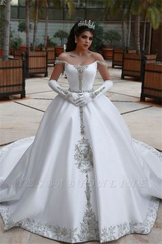 Ball gown wedding dress is a classic silhouette for bridal wear. Yesbabyonline online shop offers custom made ball gown wedding dress 2020 at affordable prices for all bride-to-be. Stunning Wedding Dresses, Long Wedding Dresses, Long Sleeve Wedding, Wedding Dress Sleeves, Perfect Wedding Dress, Bridal Dresses, Wedding Gowns, Bridesmaid Dresses, Modest Wedding