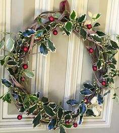 How to make a beautiful Christmas twig wreath from tree trimmings