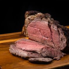 How to cook Tasty Instant Pot Roast Beef (Pressure Cooker Roast Beef) - Buttery Tender Medium Rare Beef Roast with Gravy or Deli-style Cold Cut Roast Beef. Roast Beef Gravy, Rare Roast Beef, Cooking Roast Beef, Sirloin Roast, Roast Beef Recipes, Pot Roast, Beef Tenderloin, Pork Chops, Meat Recipes
