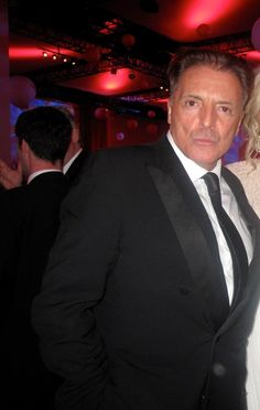 I had an intense crush on Armand Assante after seeing him in Private Benjamin with Goldie Hawn. Still love that movie! Private Benjamin, Armand Assante, Film Icon, Goldie Hawn, Alter, Famous People, Handsome, Stars, Celebrities