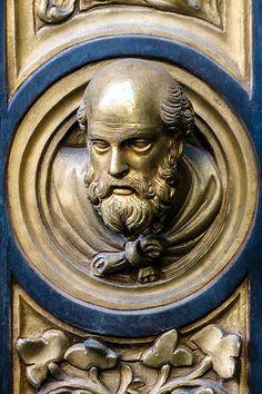 Testina tra le formelle - Porta nord del Battistero di Firenze - Lorenzo Ghiberti - 1403-1424