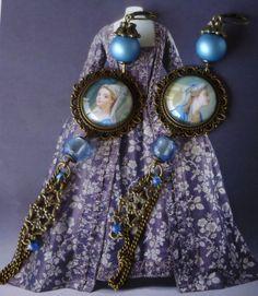 """Boucle d'oreille """"Sèvres"""" style Louis XVI ,cabochons sous verre illustrés,perles de verre ,métal bronze : Boucles d'oreille par bleusoupir"""