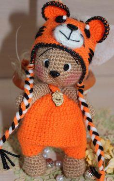 Irresistible Crochet a Doll Ideas. Radiant Crochet a Doll Ideas. Crochet Teddy, Crochet Bear, Cute Crochet, Crochet Crafts, Crochet Projects, Amigurumi Patterns, Amigurumi Doll, Crochet Patterns, Knitted Dolls