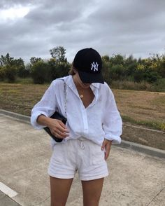 Komplette Outfits, Cute Casual Outfits, Spring Outfits, Fashion Outfits, Ootd Summer Casual, Cap Outfit Summer, Casual Weekend Outfit, Fashion Hacks, Modest Fashion