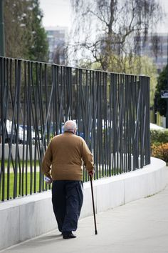 Комбинированный забор из штакетника и бетона