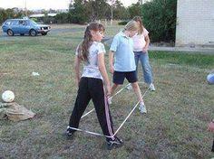 jogavamos ao elastico em todos os recreios da escola