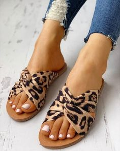 Shoes Flats Sandals, Cute Sandals, Shoe Boots, Women's Shoes, Flat Sandals Outfit, Leopard Sandals, Dressy Flat Sandals, Cute Shoes Flats, Gladiator Sandals