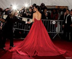 Such amazing red gown at the Met Gala  Jennifer Gardner #Vogue
