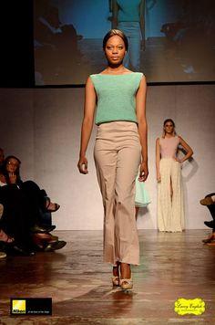 Finale reeks in 3 de jaar by DAF Capri Pants, Fashion, Moda, Capri Trousers, Fashion Styles, Fashion Illustrations, Fashion Models