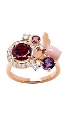 """Chaumet - Bague - Collection """"Attrape-moi ... si tu m'aimes"""" - Abeille - Or rose, Diamants, Grenat, Opale rose, Améthyste et Tourmaline rose - 2013"""