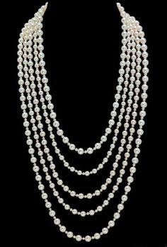 Collier Mademoiselle de Chanel Joaillerie pour le film Anna Karenine Collier en or blanc 18 carats et 658 perles de culture Akoya.
