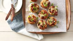 8 New Clever Ways to Make a Meal in a Muffin-Tin - Dinner tonight, lunch tomorrow! These Kitchen-tested muffin-tin meals are kid pleasing and portion controlled. Muffin Tin Recipes, Pizza Recipes, Dinner Recipes, Cooking Recipes, Dinner Ideas, Batch Cooking, Cooking Ideas, Lunch Recipes, Summer Recipes