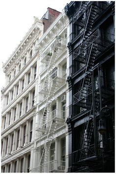 19 Super Ideas For Apartment Building Exterior Nyc Fire Escape Empire State Of Mind, Empire State Building, A New York Minute, Voyage New York, Fire Escape, Ludwig Mies Van Der Rohe, Tadao Ando, Renzo Piano, Frank Gehry