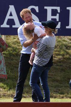 En attendant d'avoir ses propres enfants, le prince Harry ne manque pas de s'amuser avec ceux des autres. La preuve avec Mia Tindall, ce samedi 18 jui...