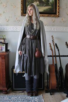 dark mori and strega fashion Mode Mori, Mode Steampunk, Steampunk Fashion, Dark Mori, Mori Girl Fashion, Vegvisir, Witch Fashion, Gothic Fashion, Witch Outfit