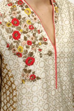 Anju Modi presents Ivory floral embroidered kalidaar with blush palazzo pants available only at Pernia's Pop Up Shop. Hand Work Embroidery, Hand Embroidery Designs, Floral Embroidery, Kurta Designs, Blouse Designs, Khadi Kurta, Muslim Women Fashion, Kurti Patterns, Indian Ethnic Wear