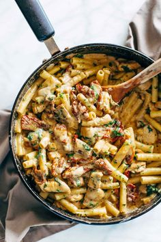 Sun Dried Tomato Chicken Florentine Pasta - this stuff is OMG good! An easy 30 minute meal that my whole family absolutely loved! | pinchofyum.com