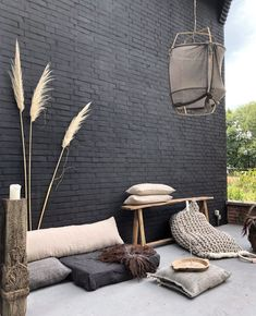 Just a few day's left to winn these two brown beauty's! How you can winn? Outdoor Seating, Outdoor Spaces, Outdoor Living, Outdoor Decor, Pintura Exterior, Interior Garden, Balcony Design, Exterior Design, Interior Decorating