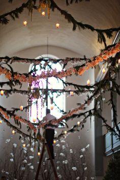 decorating your wedding ceremony venue floral garlands
