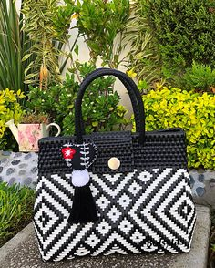 Plastic Canvas Stitches, Paper Weaving, Basket Bag, Straw Bag, Origami, Tapestry, Handbags, Crochet, Projects
