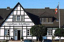 Schellhorn / Preetz:      -   vor den Toren von  Kiel;      -   nahe der  Ostsee;      -   direkt  Holsteinische Schweiz;      -   in der Nähe von  Plön.      -   unweit von  Lübeck      -   an der  B 76  =>  Lageplan