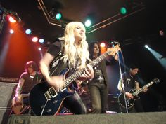 Orianthi playing a PRS and jamming with Alice Cooper