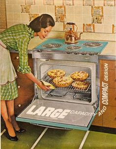 Dreaming about this 1963 Frigidaire large capacity oven to help us do our holiday baking Retro Advertising, Retro Ads, Vintage Advertisements, Vintage Ads, Vintage Images, Vintage Prints, Vintage Housewife, Vintage Appliances, Vintage Soul
