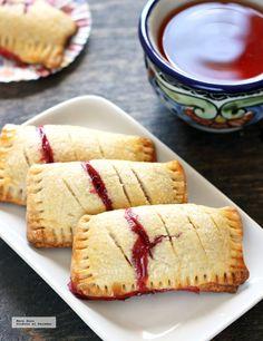 Empanadas stuffed with blueberries. Sweet Bread Re - Recetas Mexicanas Postres