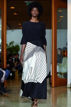 Myös Kentauri-hame vuodelta 1973 on Liisa Suvannon käsialaa. Cc Fashion, Black Women Fashion, Fashion Fabric, Fashion Prints, Daily Fashion, African Fashion, Fashion Show, Fashion Design, Paris Fashion