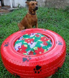 Se seu cachorro vive no jardim você pode usar um pneu para fazer a casinha de seu cachorro