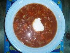 Boršč - Nejprve uvaříme hovězí maso vcelku s uzenou obíračkou, solí, novým kořením, bobkovým listem a celým ...