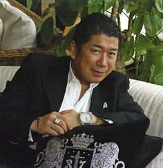 Kaoru Nakajima | The first Double Crown Ambassador in the world. In 1987, the first asian Crown & Crown Ambassador. In 1992 went Q12 Crown Ambassador with 20 Q12 legs. In 1994 he had 25 qualifying legs & in 1996 qualified as a Double Crown Ambassador with 42 Platinum legs. In 1998 was recognized for achieving 50 FAA, the highest FAA points in the world at that time. In 1998 his organization counted 750,000 downline distributors & the sales of his group made 40% of Japan.