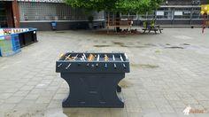 Tafelvoetbaltafel van beton Antraciet bij IKC Kethel in Schiedam