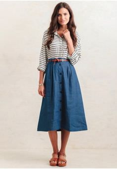 Classic and feminine, this blue cotton skirt features a flared midi silhouette with blue button closures down the front. Finished with side pockets, this lightweight skirt is perfect for creati. Mode Outfits, Fashion Outfits, Fashion Apps, Dress Skirt, Dress Up, Midi Skirt Outfit, Midi Skirts, Vintage Outfits, Vintage Clothing