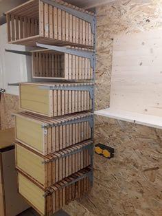 Bee Equipment, Honey Bee Hives, Honey Bees, Garderobe Design, Bee Hive Plans, Beekeeping For Beginners, Buzz Bee, Raising Bees, Bee House