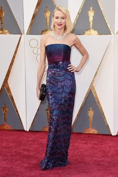 Naomi Watts en robe Armani à la cérémonie des Oscars 2016