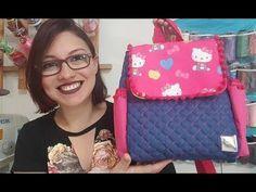 Passo a Passo Mochila Infantil Gabi: Linda, fácil e sem viés!!! - YouTube Diy Bags Purses, Cute Purses, Mochila Jeans, Rosalie, Summer Handbags, Pouch Tutorial, Insulated Lunch Bags, Handmade Purses, Fabric Bags