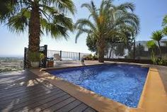 Why people choose the northern part of Costa Blanca to spend vacations?