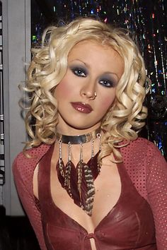 Top 40 Most Beautiful Hair Looks of Christina Aguilera – Celebrities Woman 2000s Makeup, 1990 Style, 90s Grunge Hair, 2000s Fashion Trends, Early 2000s Fashion, White Eyeshadow, Eyeshadow Makeup, Makeup Brushes, Looks Halloween