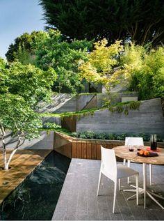 gartengestaltung steiler hang stützmauer japanisch look