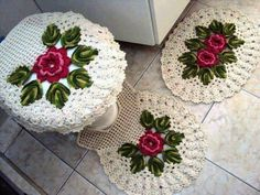Begginer Crochet - Most popular and and Crochet Kitchen, Crochet Home, Diy Crochet, Crochet Crafts, Crochet Doilies, Crochet Flowers, Crochet Projects, Bathroom Crafts, Bathroom Sets