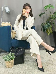 마리쉬♥패션 트렌드북! Bell Sleeves, Bell Sleeve Top, Celebrities, Korean Fashion, Target, Tops, Women, K Fashion, Celebs