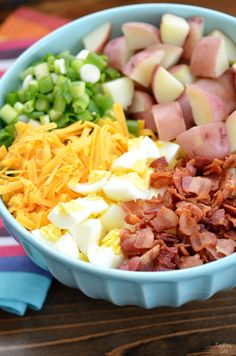 This red potato salad with bacon is loaded with flavor and perfect for your next potluck or picnic. This loaded potato salad recipe includes all your favorite baked potato fixings including sour cream, cheese and green onion but also contains a sur Taco Salad Recipes, Salad Recipes Video, Healthy Recipes, Potluck Recipes, Red Potato Recipes, Potato Dishes, Red Potatoe Salad Recipe, Loaded Potato Salad, Potato Salad With Bacon