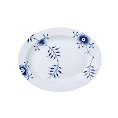 Royal Copenhagen Blue Fluted Mega Oval Platter ($275) ❤ liked on Polyvore featuring home, kitchen & dining, serveware, royal copenhagen, oval platter, porcelain platter, porcelain serveware and royal copenhagen platter