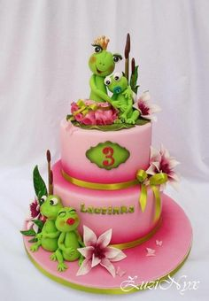 Frogs for little lady - love the extra details that take this cake over the top.