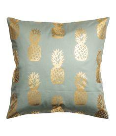 Katso! Tyynynpäällinen puuvillatvilliä. Hohtava painettu ananaskuviointi. Piilovetoketju.  – Käy hm.comissa katsomassa lisää.