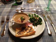 Pilzsuppe mit Feldsalat und Flammkuchen