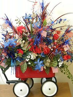 This is a working little red wagon filled with a July theme. Fourth Of July Decor, 4th Of July Celebration, 4th Of July Party, July 4th, Patriotic Crafts, July Crafts, Summer Crafts, Holiday Crafts, Patriotic Wreath