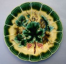 Antique French majolica plate, vine leaves & grapes, 1889-1922, Sarreguemines