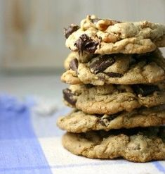 Skinny and delicious chocolate chip cookies! Healthy Cookies, Healthy Sweets, Healthy Baking, Healthy Foods, Low Calorie Cookies, Healthy Recipes, Skinny Recipes, Healthy Drinks, Delicious Chocolate